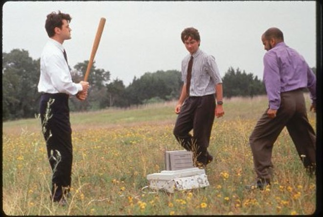 The office boys execute their enemy. - © 1999 TWENTIETH CENTURY FOX