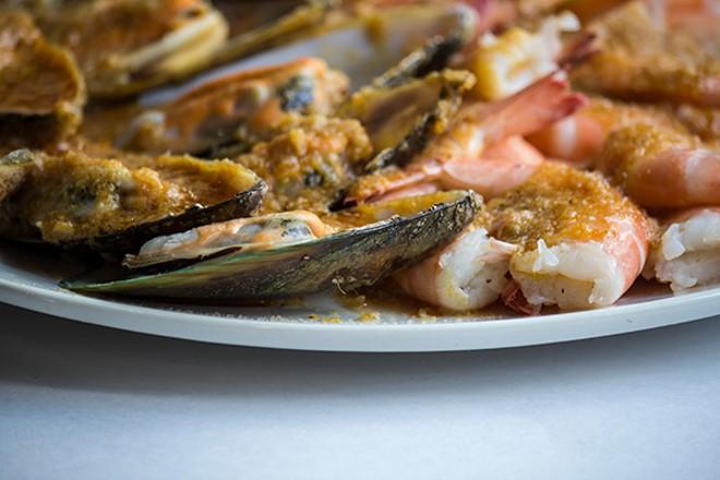 Clams and head-on shrimp. - PHOTO BY SARA BANNOURA