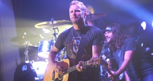 Dierks Bentley Live at River City Casino