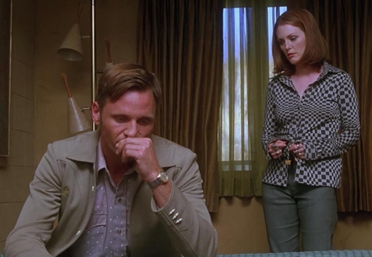 Vigo Mortensen as Sam Loomis and Julianne Moore as Lila Crane in Psycho.