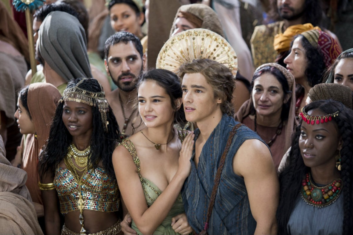 Courtney Eaton and Brenton Thwaites
