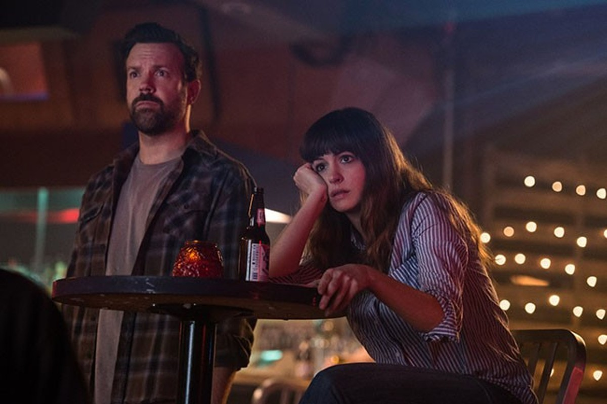 Oscar (Jason Sudeikis) and Gloria (Anne Hathaway) may or may not be subconsciously destroying a foreign country through their emotional hang-ups.