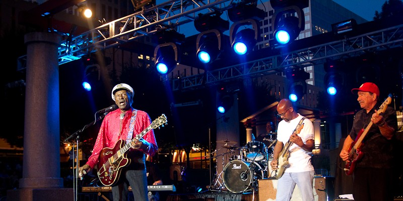 Chuck Berry and Nelly at Kiener Plaza Chuck Berry performing at Kiener Plaza in St. Louis.