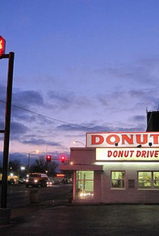 Donut Drive-In.   RFT Photo