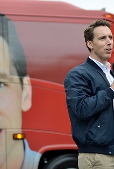 Yes, that's a blue collar Josh Hawley is wearing in that blown-up picture of his face on a campaign bus.