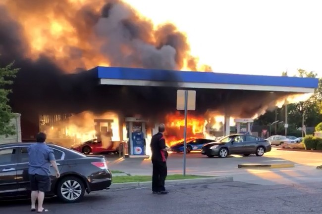 Incredible Dumbass Turns Lamborghini Into Fireball At St Louis Gas