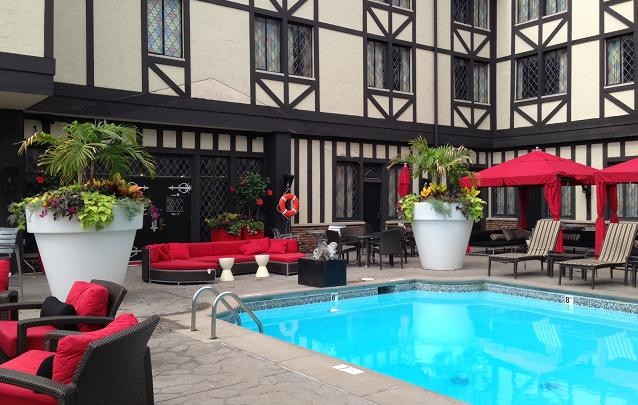 THE COURTYARD POOL AT THE NEWLY RENOVATED CHESHIRE | RFT PHOTO