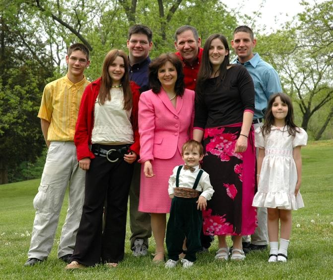 Cynthia Davis (in pink) with her family. The state legislator has seven kids. - CYNTHIADAVIS.NET