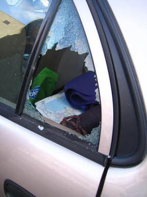 Window_Smashed_Car_Theft.jpg