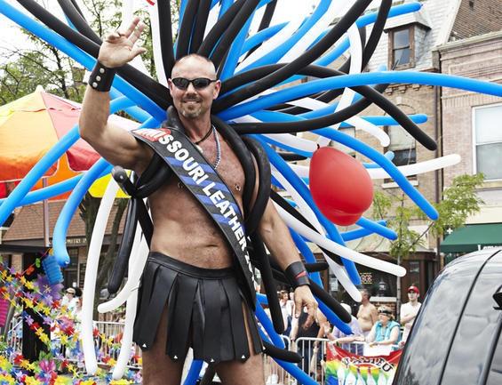 2010_pridefest_parade.4989440.87.jpg