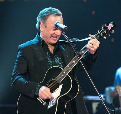 neil_diamond_at_the_scottrade_center_st_louis_11_2_08.2703299.36.jpg