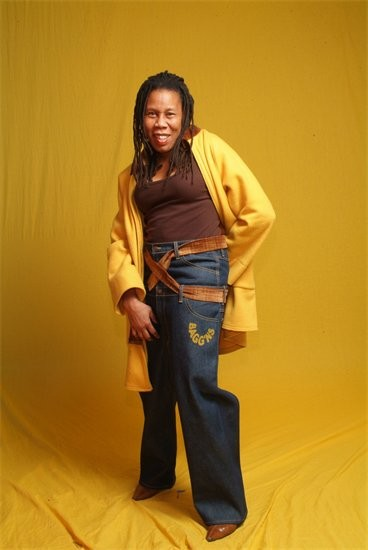 Thomasina Clarke modeling a pair of her Bagg'ns for women. - BAGGNS.COM
