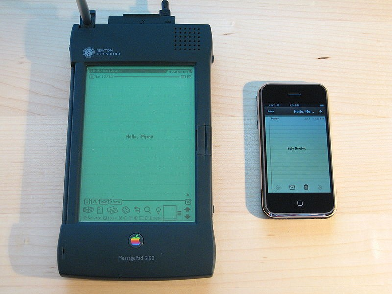 800px_Apple_Newton_and_iPhone.jpg