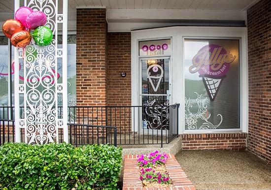 Now open next door to Jilly's Cupcake Bar.
