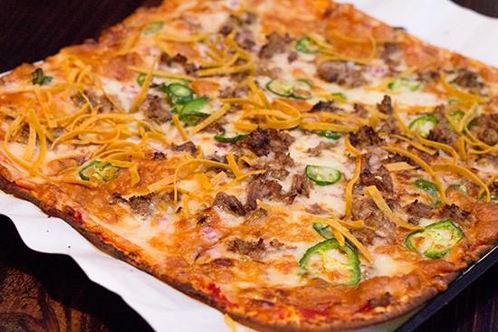 """""""Mexican Chato"""" pizza."""