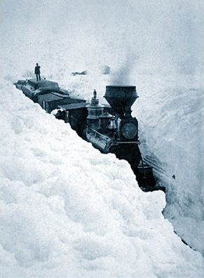 Train_stuck_in_snow.jpg