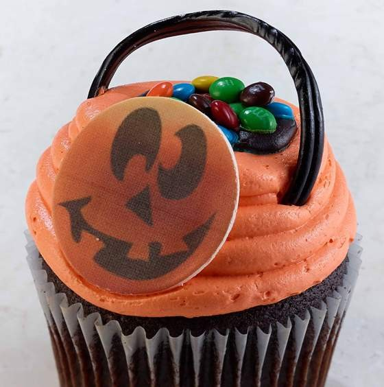 THE TRICK OR TREAT CUPCAKE AT JILLY'S CUPCAKES | MICHELE HAVEN