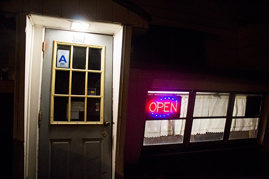 Monte Bello Pizzeria is only open in the evenings, so chances are that you'll be rolling up in the dark.