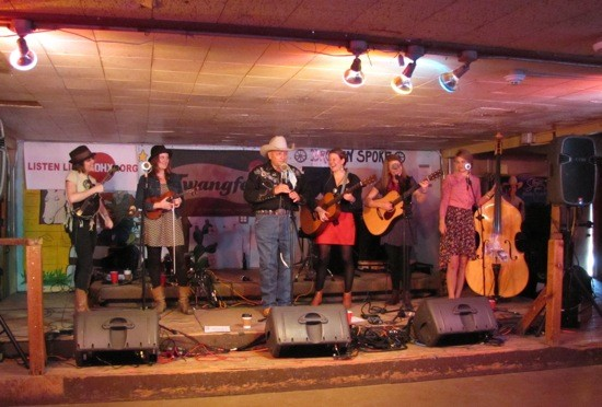 Della Mae with Broke Spoke owner James White at the KDHX and Twangfest Day Parties - DANA PLONKA