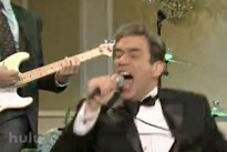 Fred Armisen channels '80s hardcore frontmen on SNL.