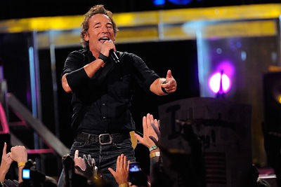 bruce_springsteen_at_scottrade_center_st_louis_8_23_08.2481446.36.jpg