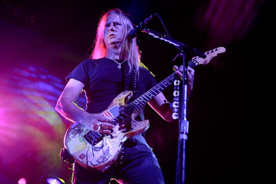 Jerry Cantrell performing at the Scottrade center. Click here for more pictures from the BlackDiamondSkye tour. - TODD OWYOUNG