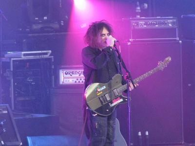 robert_smith_of_the_cure_best_thumb.JPG