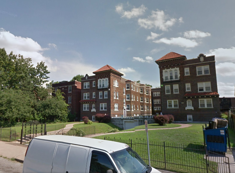 An incorrect address at this north St. Louis apartment building sent police to the wrong unit. - IMAGE VIA GOOGLE EARTH