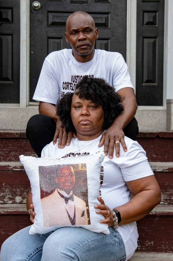 Tammy Bufford and Antoine Bufford pose for a portrait at their home on May 15, 2021, in St. Louis. - MICHAEL B. THOMAS FOR THE INTERCEPT