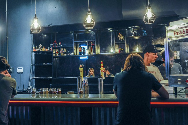 Scott Sandler, in ballcap, behind the bar at Pizza Head on a busy Tuesday. - PHOTO BY KELLY GLUECK