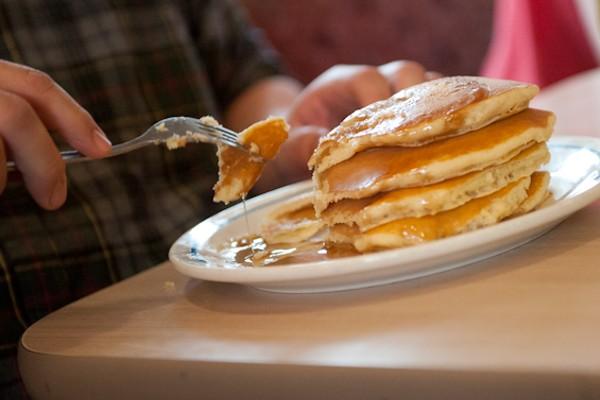 Man Eats 26 Pancakes in 20 Minutes