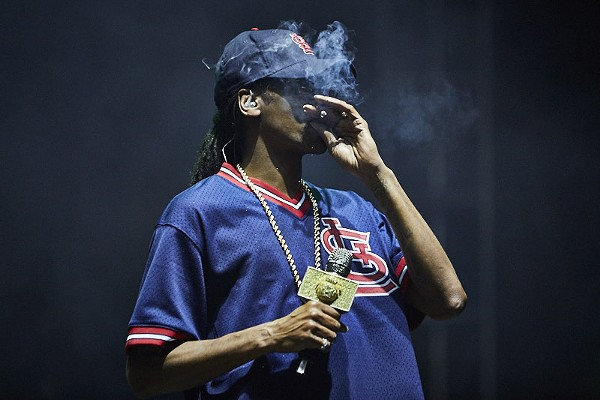 Here S Snoop Dogg Smoking A Blunt In An Ozzie Smith Jersey