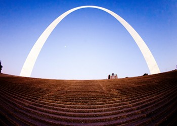 15 Tweets That Prove the Arch Is the Sassiest Monument Around