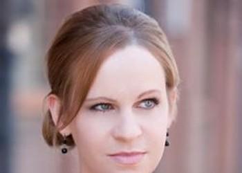 Meet Kelli Allen, the Poet Who Doesn't Sleep