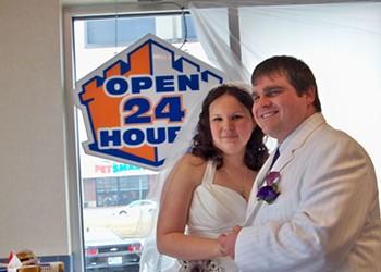 Belleville Couple Weds at White Castle