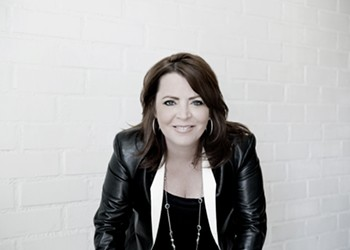 After Growing Up in St. Louis, Kathleen Madigan Is Coming Home to Make Us Laugh
