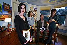 Anne Hathaway stars in Rachel Getting Married.