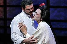 KEN HOWARD - David Pomeroy is Pinkerton and Kelly Kaduce is Cio-Cio-San in Opera Theatre St. Louis' soaring Butterfly.