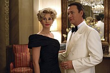 Tom Hanks as Charlie and Julia Roberts as Joanne Herring in Charlie Wilson's War.