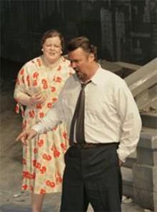 KEN  HOWARD - Carolyn Betty (left) and Jeffrey Wells (right)  make the Scene.
