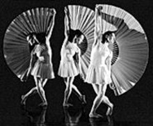 DON  PERDUE - The exotic fan dance of MOMIX Dance Company