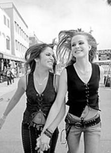 ANNE MARIE FOX - Nikki Reed (left) and Evan Rachel Wood in thirteen
