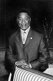"""""""Dining Out for Life"""" chair Ozzie Smith"""