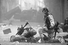 Black Hawk Down may come to praise heroics, but it also wants to make very clear the horrors of war.