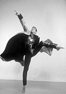 BEATRIZ  SCHILLER - A David Dorfman dancer gets jiggy.