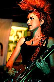 NICK LICATA - Vicky: Hair-splittin' indie screachin'!