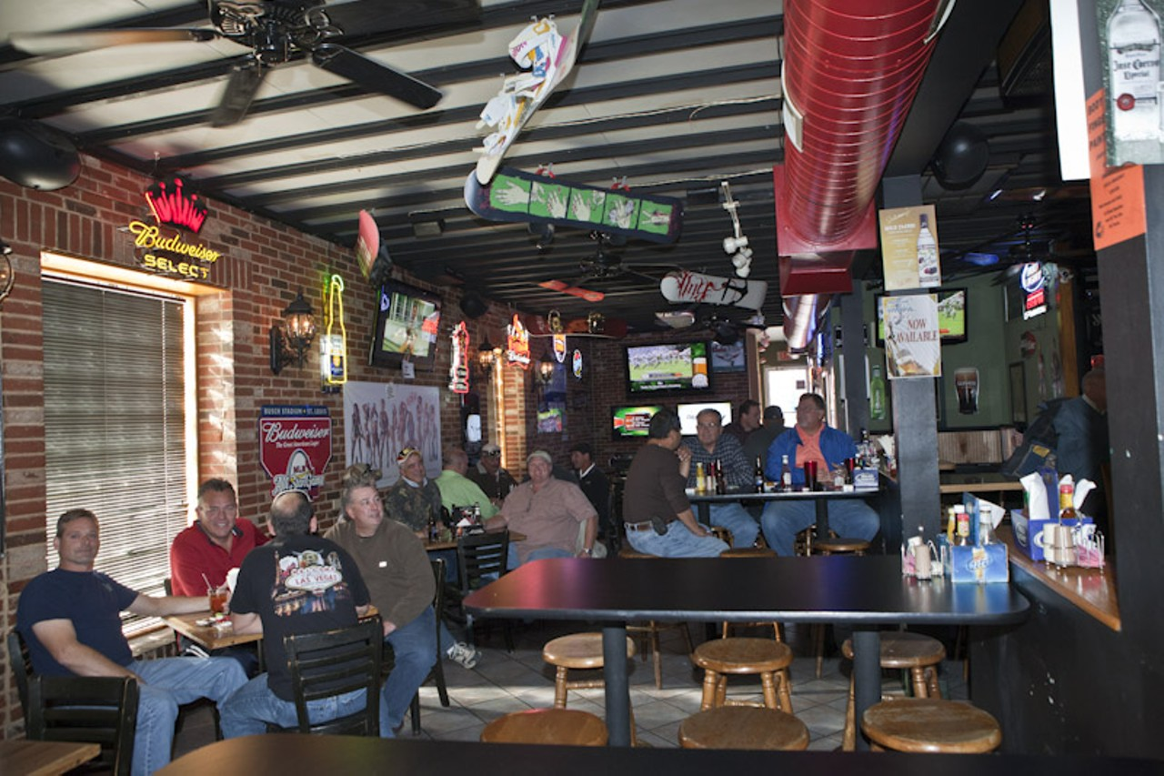 DB's Sports Bar | St. Louis - Soulard | American, Bars and ...