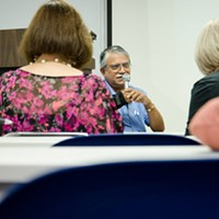 """[ Slideshow ] OASIS Alexander Marcus MD teaching a class at Oasis called """"The Brain."""" PHOTO BY MARK CHAMBERLIN"""