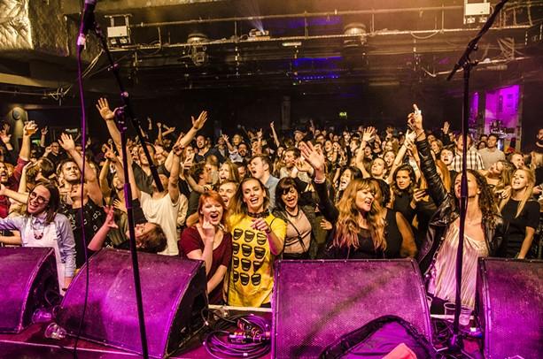massaoke-crowd-2016.jpg