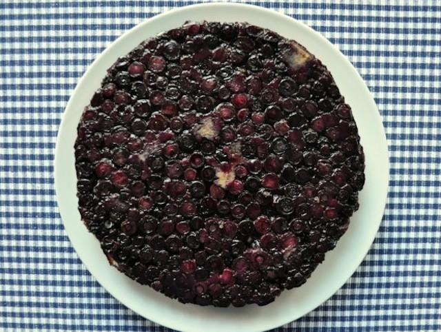 20130708-wakeandbake-blueberryupsidedowncake-thumb-625xauto-338330jpg